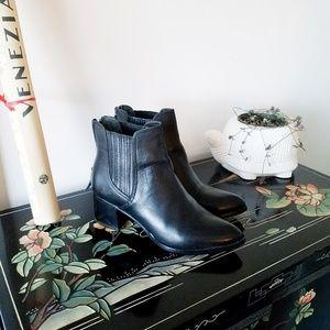 Halogen Chelsea Boots